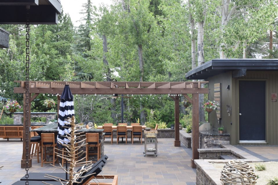 harris-landscape-construction-reno-outdoor-bar-pergola