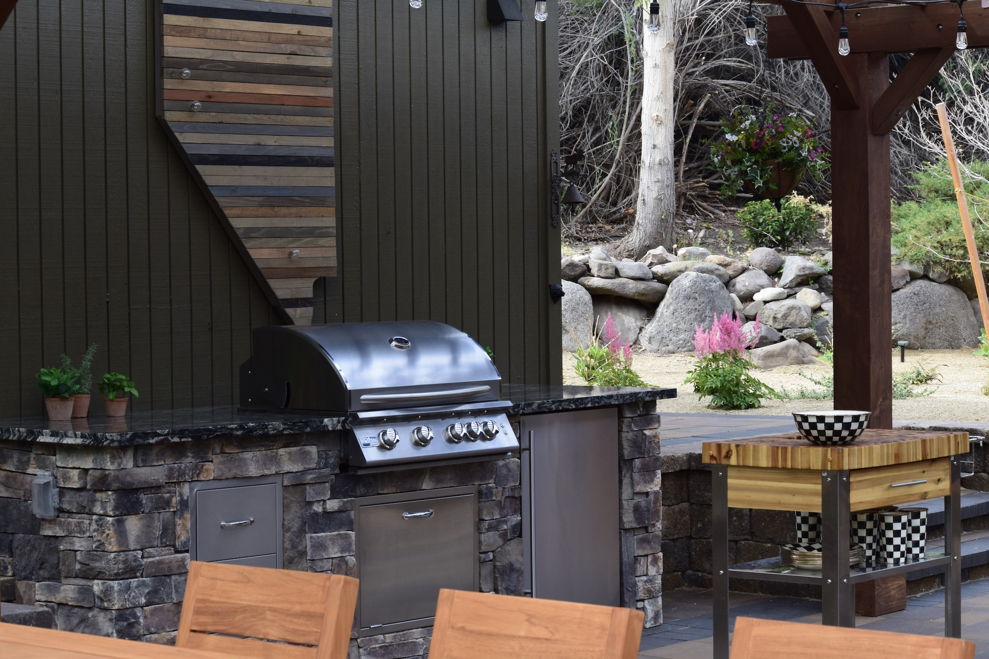 harris-landscape-construction-reno-outdoor-kitchen-pergola